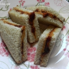 Classic PB & J Sandwich (Peanut Butter and Jelly Sandwich)